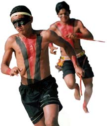 imagem de dois índios correndo