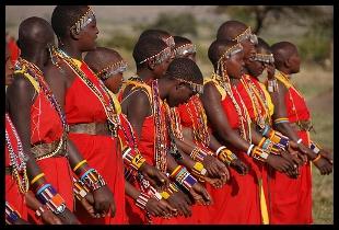 Imagem de tribo africana dan�ando.